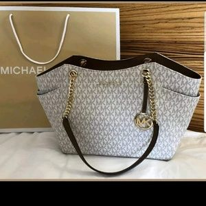 Gorgeous new with tags MK purse